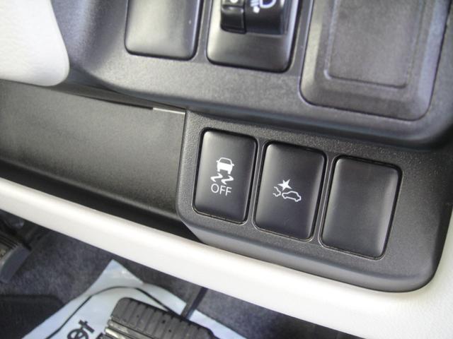右側が衝突系げブレーキ解除スイッチ!!その隣が横滑り防止機能キャンセルスイッチです!!