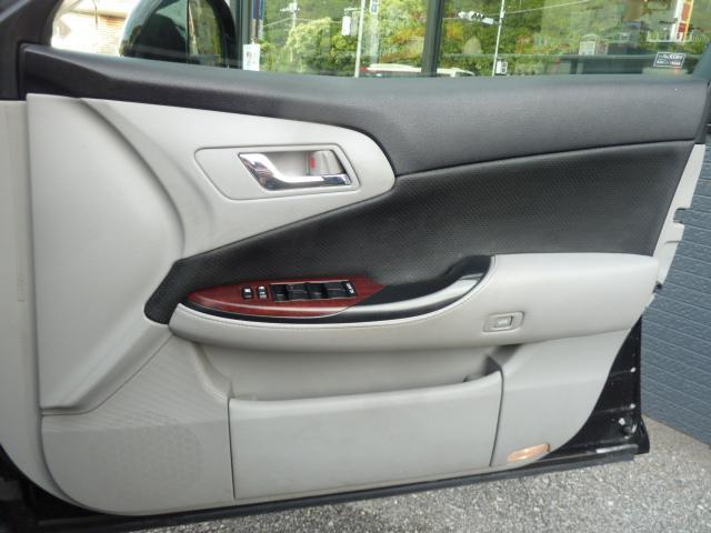 運転席ドア 使用頻度の高いドアパネルですが、ご覧通りきれいな状態を維持しております。