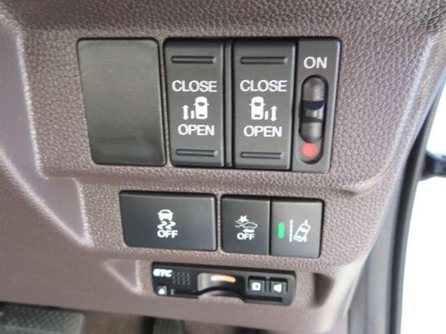 ★ETC車載器★高速道路のご利用時に便利♪!★スライドドア★両側電動スライドドアになっております。運転席からの開閉もでき、リモコンキーでも離れたところから開閉できますのでとても便利な装備です♪