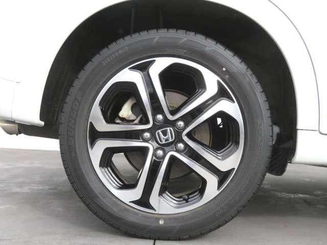 純正アルミホイール付です。タイヤサイズは 215 55R17 です!