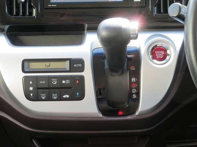 フルオートエアコンで、車内はいつでも快適空間です!