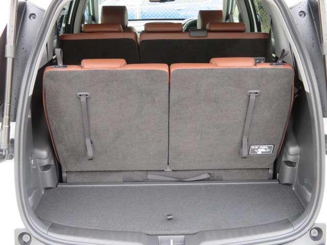 リアシートをダイブダウンさせれば、ゆとりをもった荷室空間にアレンジが可能です♪もちろん両方倒すことも可能ですので、荷物の大小や使い方次第★