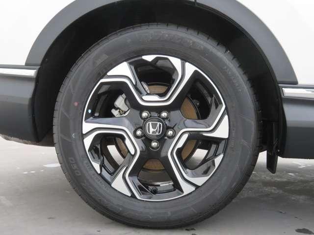 純正アルミホイール付です。タイヤサイズは 235 60R18 です!