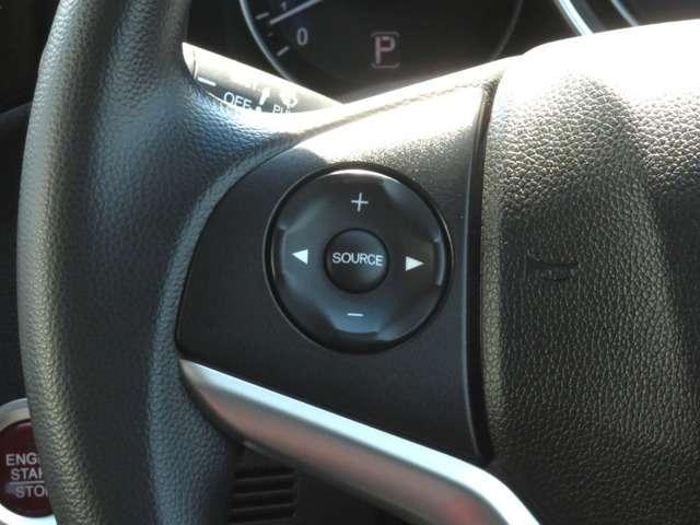オーディオは、ステアリングリモコンと大きめのスイッチで操作も楽々です。