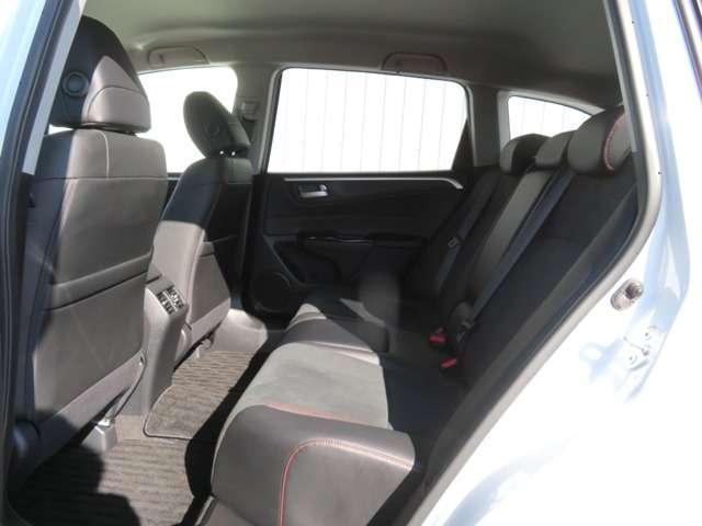 リアシートもゆったり快適に座れますので、後部座席にお乗りの方も楽しくドライブに参加していただけます♪もちろんチャイルドシートの取り付けにも対応します★