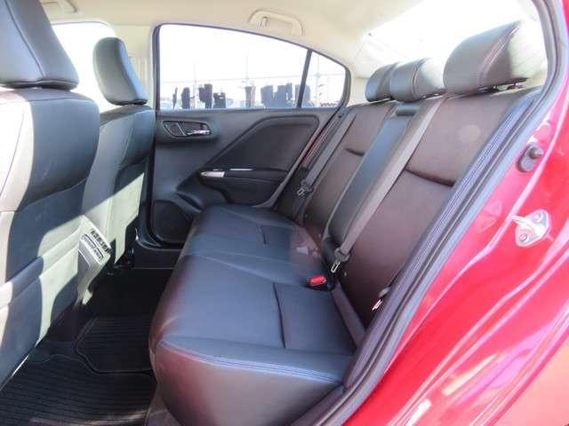 2列目シートもゆったり快適に座れますので、後部座席にお乗りの方も楽しくドライブに参加していただけます♪もちろんチャイルドシートの取り付けにも対応します★