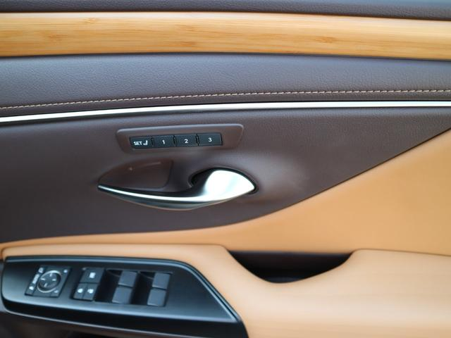 ES300h バージョンL 前後ドライブレコーダー パワートランク パノラミックビューモニター サンルーフ 三眼LEDヘッドライト AHS ヘッドアップディスプレイ 後席パワーシート 後席シートヒーター ステアリングヒーター(31枚目)
