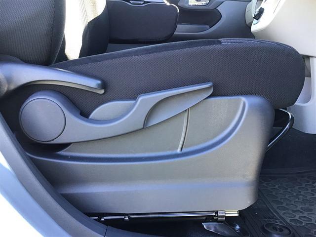 """【運転席シートリフター】 運転席の座面の高さを調整できる""""シートリフター""""&ハンドルの高さを調整できる""""チルトステアリング""""で運転姿勢もぴったりフィットします♪"""