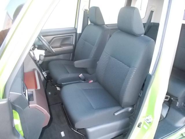 フロントシート(前席)です。よく乗る運転席にも、特別気になる汚れや使用感ありません。