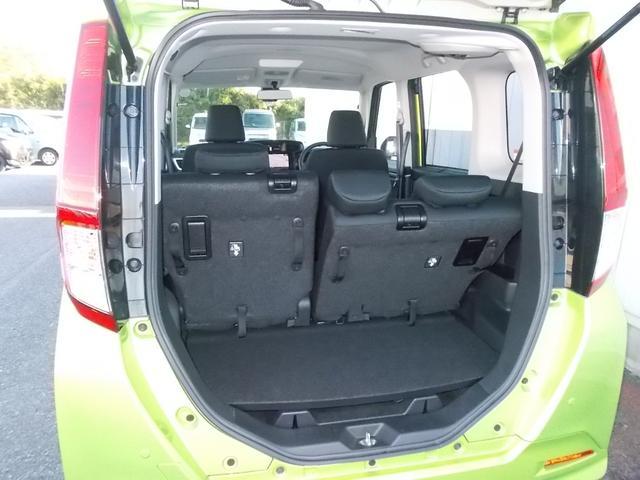 4名乗車時でも荷物スペースあります。