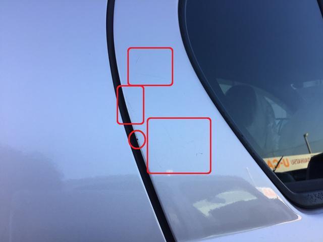 傷/凹み等が複数ございます。ご来店の上、ご確認いただく事をおススメします。(一例画像。運転席側リヤドア後部の線傷/小傷です)