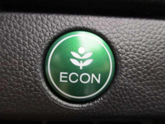 ECONスイッチ!スイッチをONにするだけで、エンジンやエアコンなどを協調制御。燃費の向上に貢献します!環境にもお財布にも優しい装備ですね♪