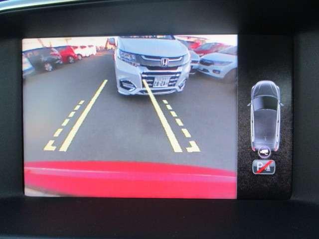 ◆◆バックカメラの画像です。ガイドラインがスムーズな車庫入れをサポートいたします!車庫入れの安心感がアップしますね☆