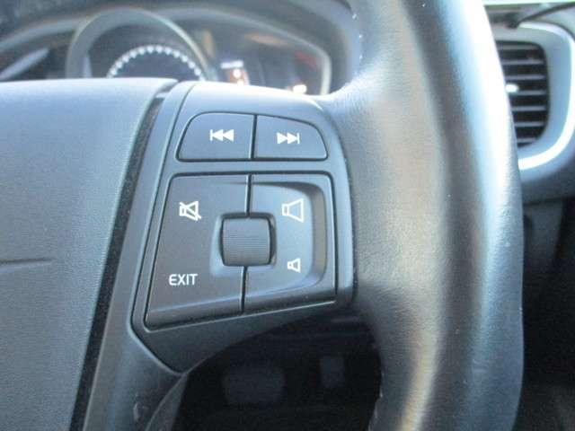 ハンドルにオーディオの操作スイッチが装備されています!ハンドルから手を離さずに操作できるのでとっても安全ですね♪