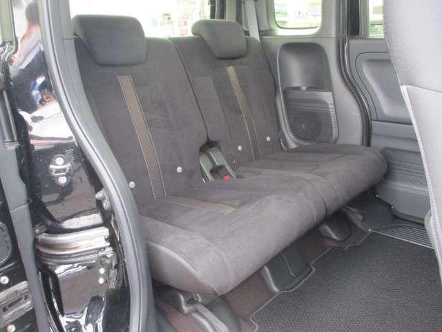 リアシートもゆったり快適に座っていただけますので、後部座席にお乗りの大切な方も楽しくドライブに参加していただけます☆もちろんチャイルドシートの取り付けにも対応します!