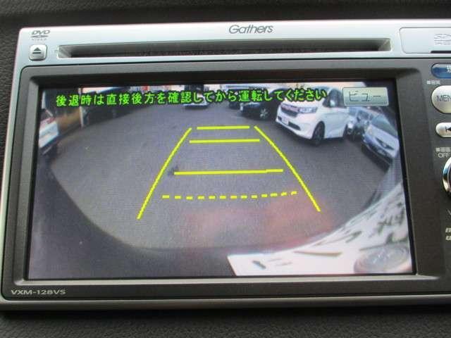バックカメラの画像です。ガイドラインがスムーズな車庫入れをサポートいたします!車庫入れの安心感がアップしますね☆