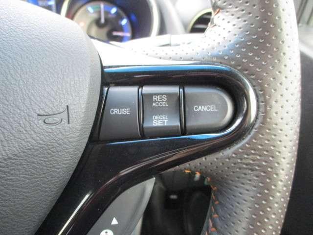 クルーズコントロール付!アクセルから足を離しても設定したスピードを保って走行してくれます!高速道路など長距離を走行するときに使うと、疲労の軽減に役立ちますね!