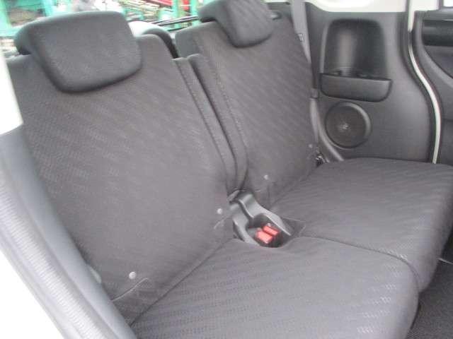 リヤシートは広さも充分☆快適な空間をご提供☆皆でワイワイしながらドライブを楽しめますね♪