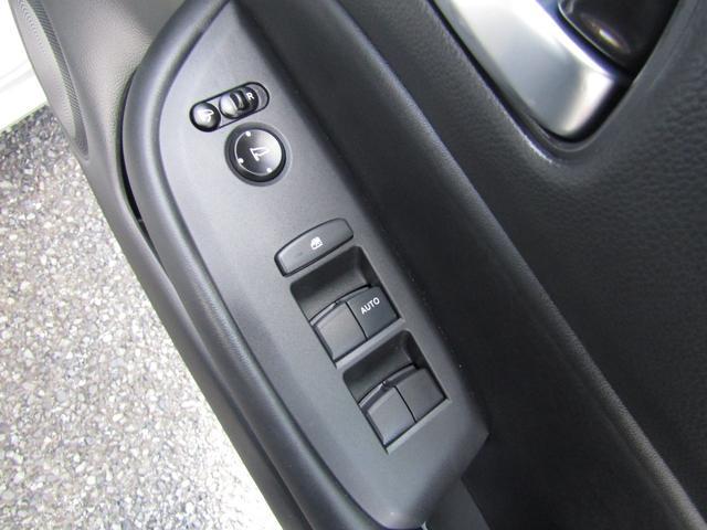 リュクス 純正ナビ 地デジ Bluetooth リヤカメラ 純正ドラレコ シートヒーター ステアリングヒーター(8枚目)