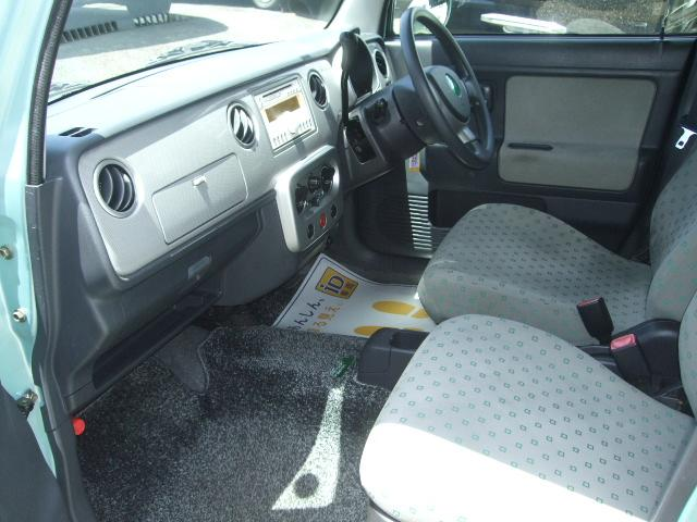 特別所要車ベネトンバージョン限定の内装は、明るいグレー基調の専用シート表皮、専用ドアトリムを採用で大変オシャレ☆