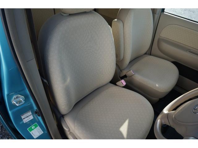 フロントシートにはアームレスト付きで疲れが軽減されます!!
