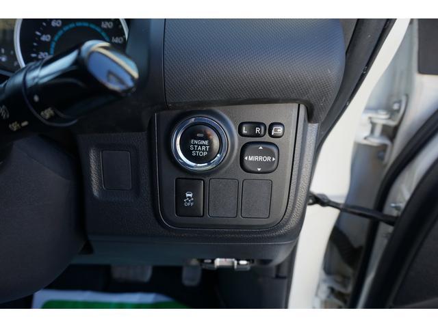 プッシュスタートなので、エンジン始動もキーを刺さなくてもこのボタンでエンジンがかかります!