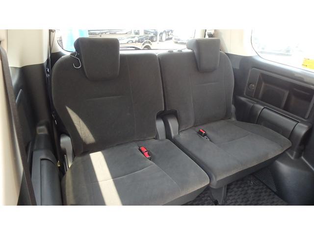 トヨタ ヴォクシー 福祉車両 ウェルキャブ 2列目リフトアップシート