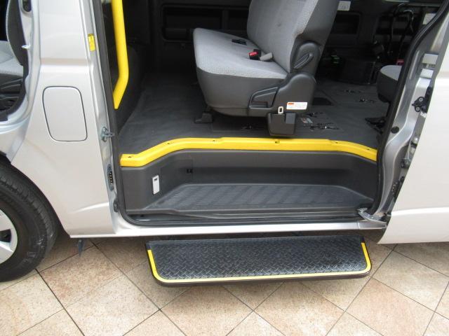 福祉車両 ウェルキャブ リアリフト 9人車いす4基固定 電動固定装置 電動ステップ SDナビ バックカメラ キーレス(5枚目)