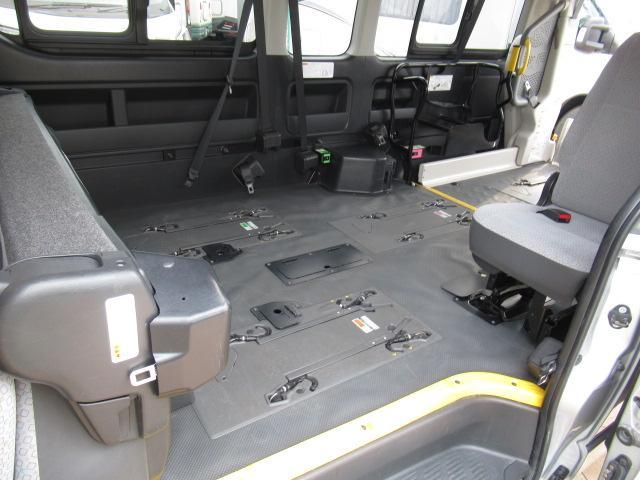 福祉車両 ウェルキャブ リアリフト 9人車いす4基固定 電動固定装置 電動ステップ SDナビ バックカメラ キーレス(6枚目)