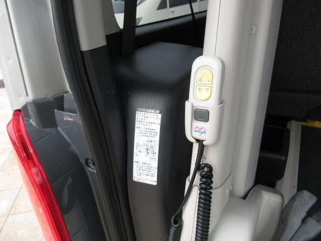 福祉車両 ウェルキャブ リアリフト 9人車いす4基固定 電動固定装置 電動ステップ SDナビ バックカメラ キーレス(11枚目)