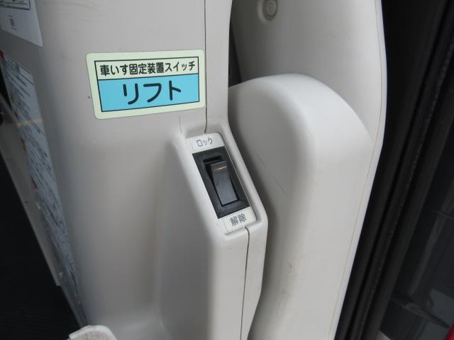 福祉車両 ウェルキャブ リアリフト 9人車いす4基固定 電動固定装置 電動ステップ SDナビ バックカメラ キーレス(12枚目)