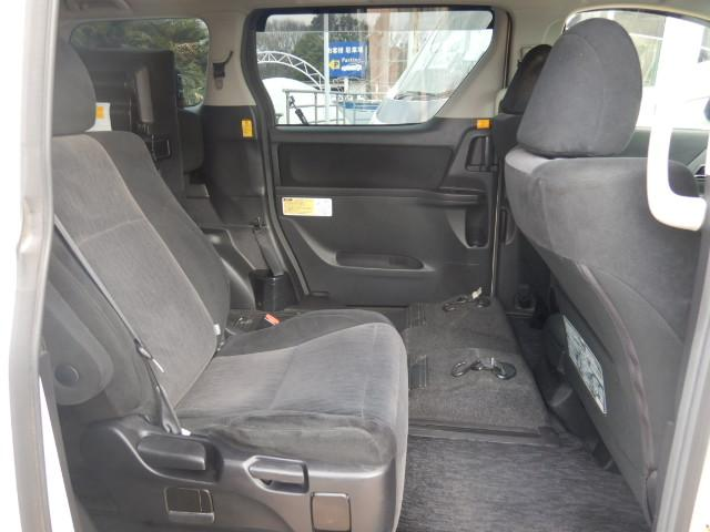 様々なタイプの福祉車両を展示中!運転補助装置 オートステップ 手すり 車いす固定装置(電動 手動) 天窓