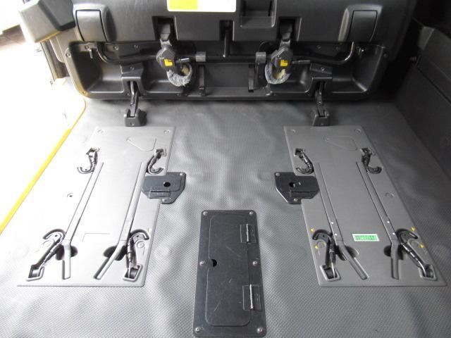福祉車輌 ウェルキャブ リアリフト Dタイプ 車いす4基 9人乗り 電動ステップ 車いす電動固定装置 クラリオンSDナビ バックカメラ ワンセグ 純正イモビライザー(3枚目)