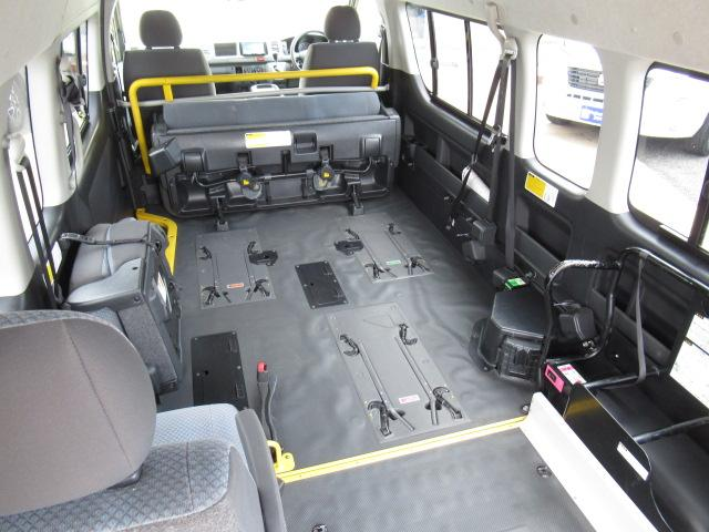 福祉車輌 ウェルキャブ リアリフト Dタイプ 車いす4基 9人乗り 電動ステップ 車いす電動固定装置 クラリオンSDナビ バックカメラ ワンセグ 純正イモビライザー(4枚目)