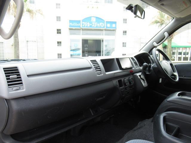 福祉車輌 ウェルキャブ リアリフト Dタイプ 車いす4基 9人乗り 電動ステップ 車いす電動固定装置 クラリオンSDナビ バックカメラ ワンセグ 純正イモビライザー(6枚目)