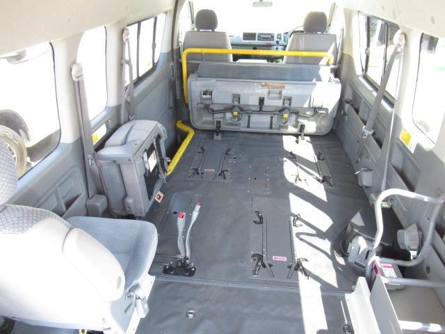 福祉車両 ウェルキャブ Dタイプ 車いす4基固定 10人乗り 車いす電動固定装置 電動ステップ スライドドアイージークローザー リアゲートイージークローザー(2枚目)