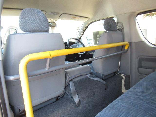 福祉車両 ウェルキャブ Dタイプ 車いす4基固定 10人乗り 車いす電動固定装置 電動ステップ スライドドアイージークローザー リアゲートイージークローザー(7枚目)
