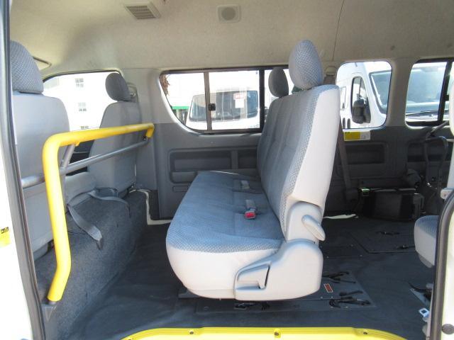 福祉車両 ウェルキャブ Dタイプ 車いす4基固定 10人乗り 車いす電動固定装置 電動ステップ スライドドアイージークローザー リアゲートイージークローザー(8枚目)