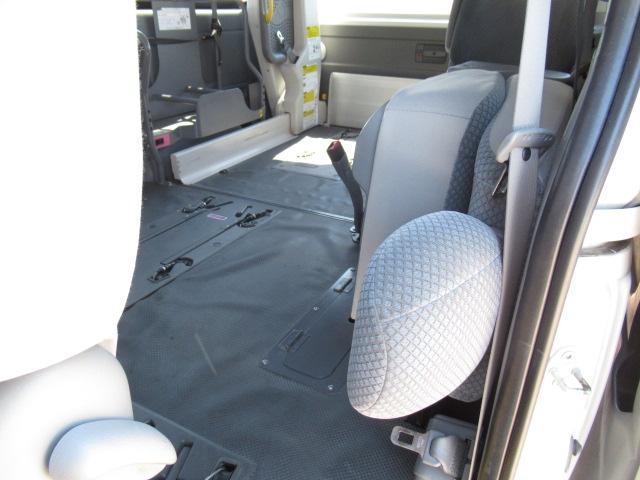 福祉車両 ウェルキャブ Dタイプ 車いす4基固定 10人乗り 車いす電動固定装置 電動ステップ スライドドアイージークローザー リアゲートイージークローザー(10枚目)
