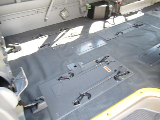 福祉車両 ウェルキャブ Dタイプ 車いす4基固定 10人乗り 車いす電動固定装置 電動ステップ スライドドアイージークローザー リアゲートイージークローザー(11枚目)