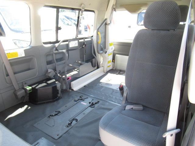 福祉車両 ウェルキャブ Dタイプ 車いす4基固定 10人乗り 車いす電動固定装置 電動ステップ スライドドアイージークローザー リアゲートイージークローザー(14枚目)