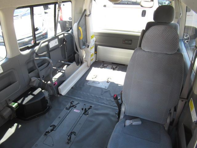 福祉車両 ウェルキャブ Dタイプ 車いす4基固定 10人乗り 車いす電動固定装置 電動ステップ スライドドアイージークローザー リアゲートイージークローザー(15枚目)
