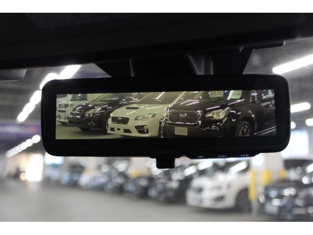 車のルームミラー(バックミラー)に液晶ディスプレイ(モニター)を搭載し、車体後部に内蔵した高解像度カメラで映像や情報を映