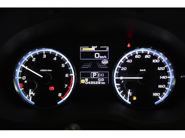 二円型の視認性のよいメーター。車間距離の設定などが中央に表示されるため、少ない視線移動で直感的に必要な情報が得られます。