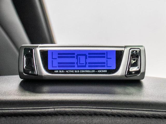 エアサスコントローラー付です!車高の調整が自由自在!お客様のお好みのスタイリングを実現してくれる大人気アイテムです!元々綺麗なノーマル車に取り付けしていますので、エアサス状態も安心!