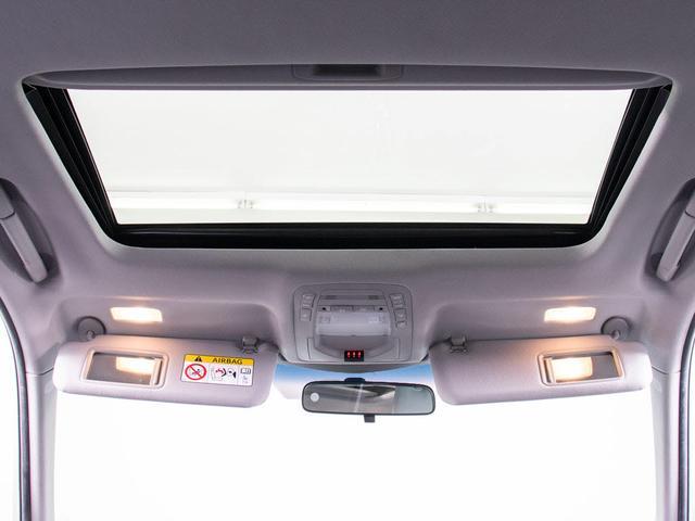 人気装備のサンルーフが付いています!上下チルトに前後スライド機能が付いていますので、様々なドライブシーンで活躍してくれます!!開放感ある車内空間は気持ちがいいですよ!是非体感してみて下さい!