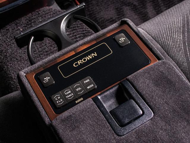 ロイヤルサルーン ブラックスタイル 特別仕様車 禁煙車 HDDマルチ CD・DVD再生 Bluetoothオーディオ バックカメラ パワーシート シートヒーター ローダウン リアコントロールスイッチ ETC(17枚目)