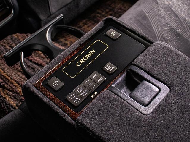ロイヤルサルーンG 後期型・シートヒーター・プリクラッシュ・SDマルチ・フルセグTV・DVD再生・バックカメラ・スマートキー・プッシュスタート(4枚目)