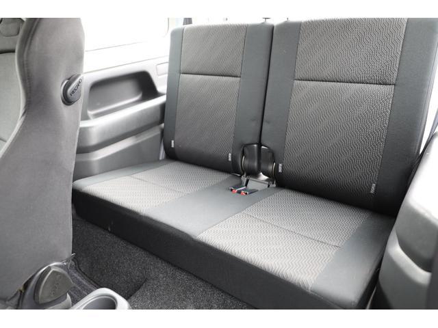 ★以外に広いセカンドシートです♪シートを倒せばフラットになりますので車中泊も出来ちゃいますね♪★