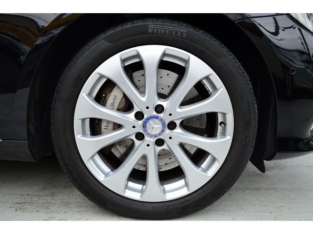 E400 4マチックステーションワゴンエクスクルシブ 新車保証継承 エアバランスPKG ヘッドアップディスプレイ 黒本革 フットトランクオープナー エアサス 4マチック 純HDDナビTV レーダーセーフティ(5枚目)